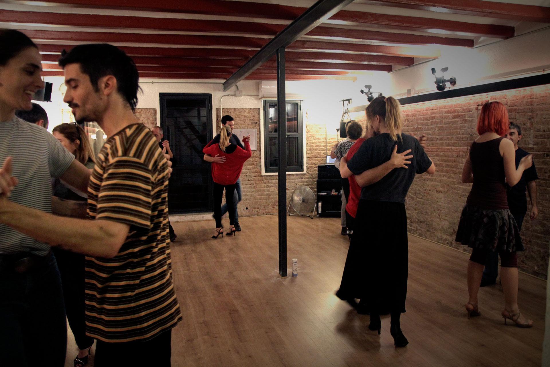 Foto de La Práctica Mensual de Tango de Tangóticos, escuela de tango en Barcelona